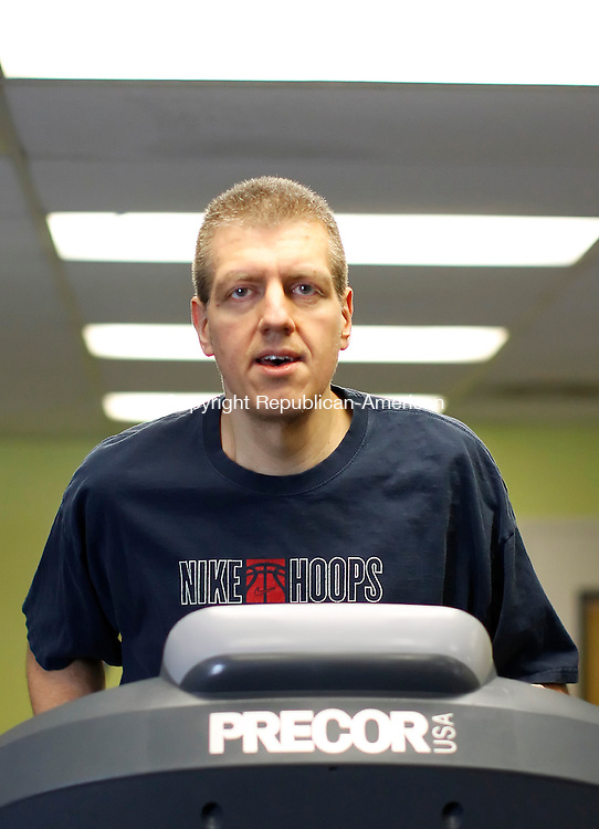Torrington, CT-30 December 2012-123012CM07-  Richard Hubbard of Torrington,  works out on a treadmill inside the YMCA Sunday morning in Torrington.  Hubbard dropped 130 pounds over the course of the year. Christopher Massa Republican-American