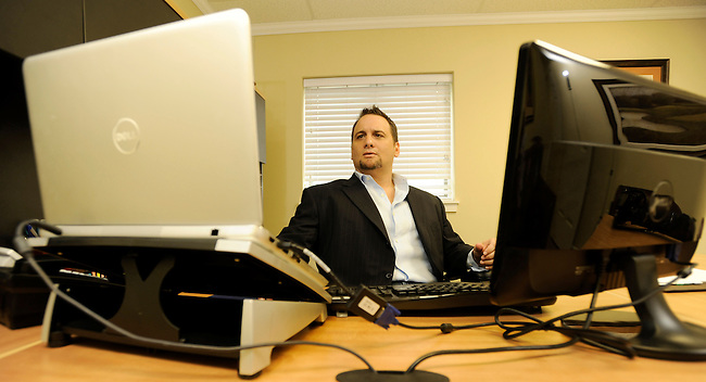 Geo Investing Vice President Dan David at his office Tuesday, June 28, 2001 in Skippack, Pa. (Bloomberg News/Bradley C. Bower)