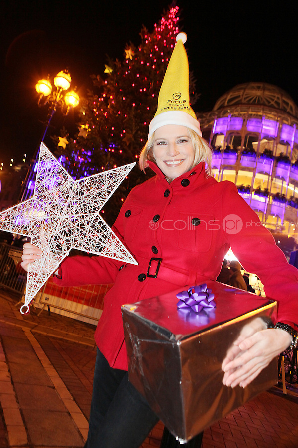 "NO REPRO FEE. 17/12/2010. Focus Ireland festive lights.  Pamela Flood switched on the lights on the Christmas Tree at Grafton St. this evening (Fri Dec 17th) for the Focus Ireland ""Sponsor a Star"" campaign. EUR250,000 has been raised by businesses sponsoring a star on the landmark tree which is dedicated to people who are homeless. Picture James Horan/Collins Photos"