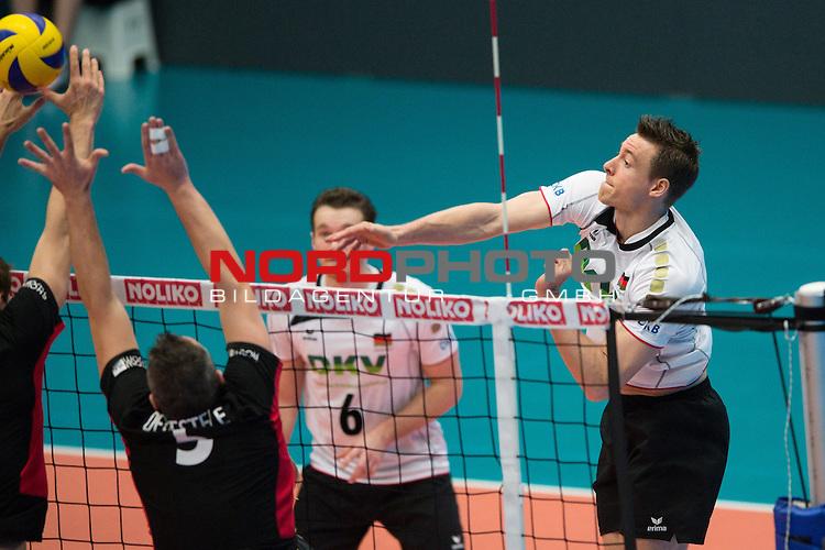 29.12.2013, Lotto Dome, Maaseik<br /> Volleyball, Belgien vs. Deutschland<br /> <br /> Block Frank Depestele (#5 BEL) - Angriff Jochen Sch&ouml;ps / Schoeps (#10 GER)<br /> <br />   Foto &copy; nordphoto / Kurth