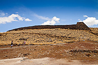 A family nearing Pu'ukohola Heiau (a.k.a. the temple on the whale hill), the largest and last heiau constructed in 1790-91 by Kamehameha I, Pu'ukohola Heiau National Historic Site, Kawaihae, Kohala, Big Island.
