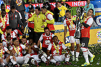 BOGOTA - COLOMBIA - 18-12-2016: The Independiente Santa Fe, players raise the trophy as Champions of the Liga Aguila II -2016 at the Nemesio Camacho El Campin Stadium in Bogota city, Photo: VizzorImage / Luis Ramirez / Staff.