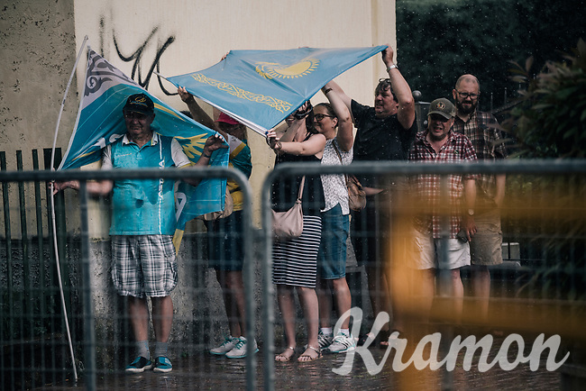 fans sheltering for a rainstorm minutes before the riders finish<br /> <br /> stage 17: Riva del Garda - Iseo (155 km)<br /> 101th Giro d'Italia 2018