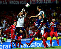 MEDELLÍN-COLOMBIA, 06-11-2019: David González de Deportivo Independiente Medellín y Juan Dinenno de Deportivo Cali disputan el balón, durante partido de vuelta entre Deportivo Independiente Medellín y Deportivo Cali, por la final de la Copa Águila 2019, en el estadio Atanasio Girardot de la ciudad de Medellín. / David Gonzalez of Deportivo Independiente Medellin and Juan Dinenno of Deportivo Cali, fight for the ball during a match of the second leg between Deportivo Independiente Medellin and Deportivo Cali, for the final of the Aguila Cup 2019 at the Atanasio Girardot stadium in Medellin city. / Photo: VizzorImage  / Nelson Ríos / Cont.