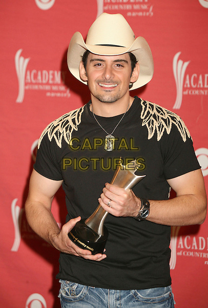 BRAD PAISLEY .42nd Annual Academy Of Country Music Awards held at the MGM Grand Garden Arena, Las Vegas, Nevada, USA..May 15th, 2007.half length award trophy white hat stetson black tee shirt .CAP/ADM/BP.©Byron Purvis/AdMedia/Capital Pictures