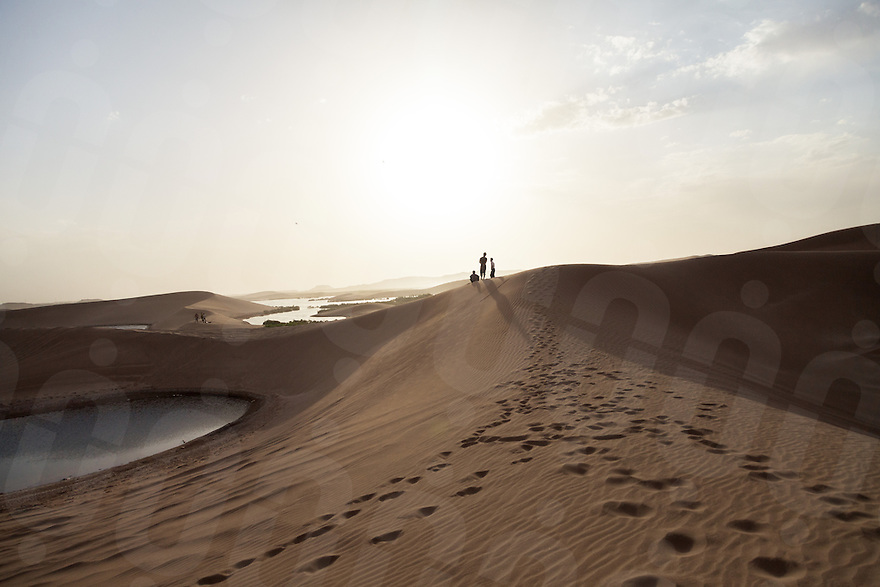 June 20, 2014 - Yazd (Iran). Locals enjoy the sunset on the sand dunes of Mardabad in the outskirts of Yazd. © Thomas Cristofoletti / Ruom