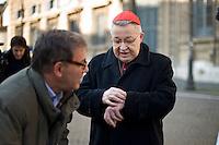 Continuano gli incontri dei cardinali per trovare l'accordo sulla data dell'inizio del Conclave che porterà all'elezione del nuovo Papa dopo le dimissioni di Benedetto XVI. Il Cardinale francese Andre Vingt-Troi