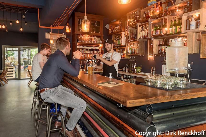 Bar KLEINES PHI, Feldstr. 42 in Hamburg-St. Pauli, Deutschland<br /> Bar KLEINES PHI, Feldstr. 42 in Hamburg-St. Pauli, Germany