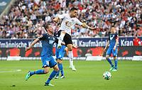 Mark-Alexander Uth (TSG 1899 Hoffenheim) gegen Marco Fabian (Eintracht Frankfurt) - 08.04.2018: Eintracht Frankfurt vs. TSG 1899 Hoffenheim, Commerzbank Arena