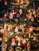 Deutschland, Bayern: antiker Weihnachtsbaumschmuck | Germany, Bavaria: antique Christmas tree decorations