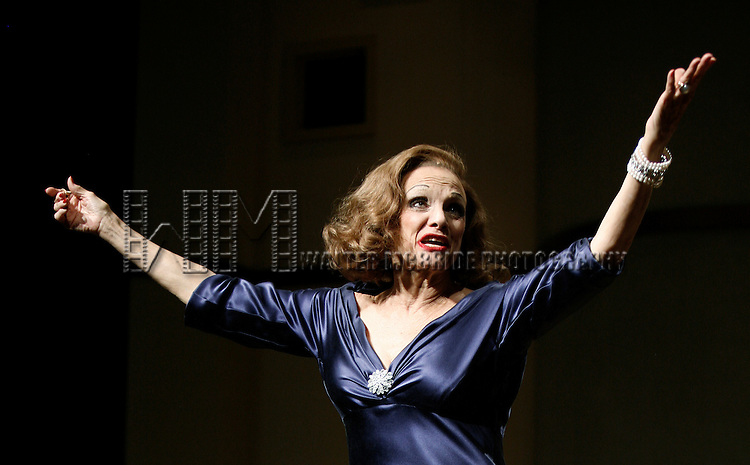 "***Exclusive Coverage***.Curtain Call for ""LOOPED"" starring Valerie Harper as Tallulah Bankhead at the Arena Stage - Ford Theatre  in Washington, D.C. June 12, 2009.© Walter McBride / Retna Ltd."