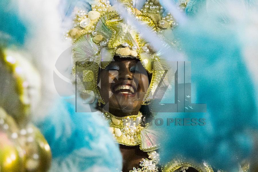 RIO DE JANEIRO, RJ, 17.02.2015 - CARNAVAL 2015 - RIO DE JANEIRO - GRUPO ESPECIAL / PORTELA - Integrantes da escola de samba Portela durante desfile do grupo Especial do Carnaval do Rio de Janeiro, na madrugada desta terça-feira (16). ( Foto: Paulo Lisboa / Brazil Photo Press).