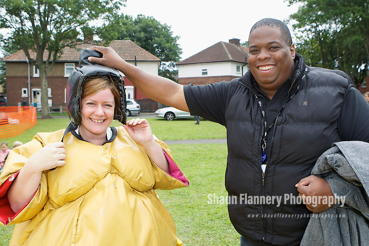 Pix: Shaun Flannery/shaunflanneryphotography.com...COPYRIGHT PICTURE>>SHAUN FLANNERY>01302-570814>>07778315553>>..6th August 2010...........Guinness Northern Counties..Balby Fun Day, Waverley Avenue, Balby..Sumo Wrestling, Housing Officer Angie Emmett pictured with Brian Hamlin, Community Investment Manager.