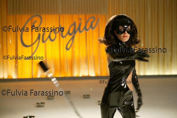 """Rome, 21 january 2004. Giorgia gira il videoclip """"La gatta (sul tetto)"""". Giorgia shooting the videoclip """"La gatta (sul tetto)"""""""