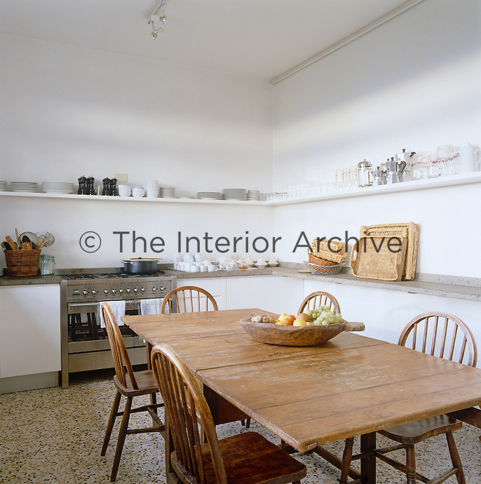 A cool and tranquil atmosphere has been created in the kitchen by keeping the furniture to an elegant minimum