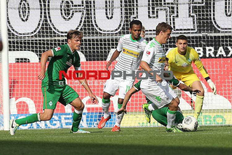 31.08.2013, Stadion im Borussia Park, Moenchengladbach, GER, 1.FBL, Borussia Moenchengladbach vs Werder Bremen, im Bild<br /> Clemens Fritz (Bremen #8), Sebastian Pr&ouml;dl (Bremen #15) und Sebastian Mielitz (Torwart Bremen) (re.) lassen sich von Max Kruse (Moenchengladbach #10) an der Nase herumf&uuml;hren<br /> <br /> Foto &copy; nph / Mueller