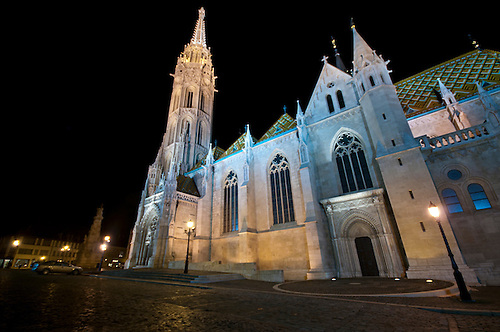 Matthias Church Budpest at night.