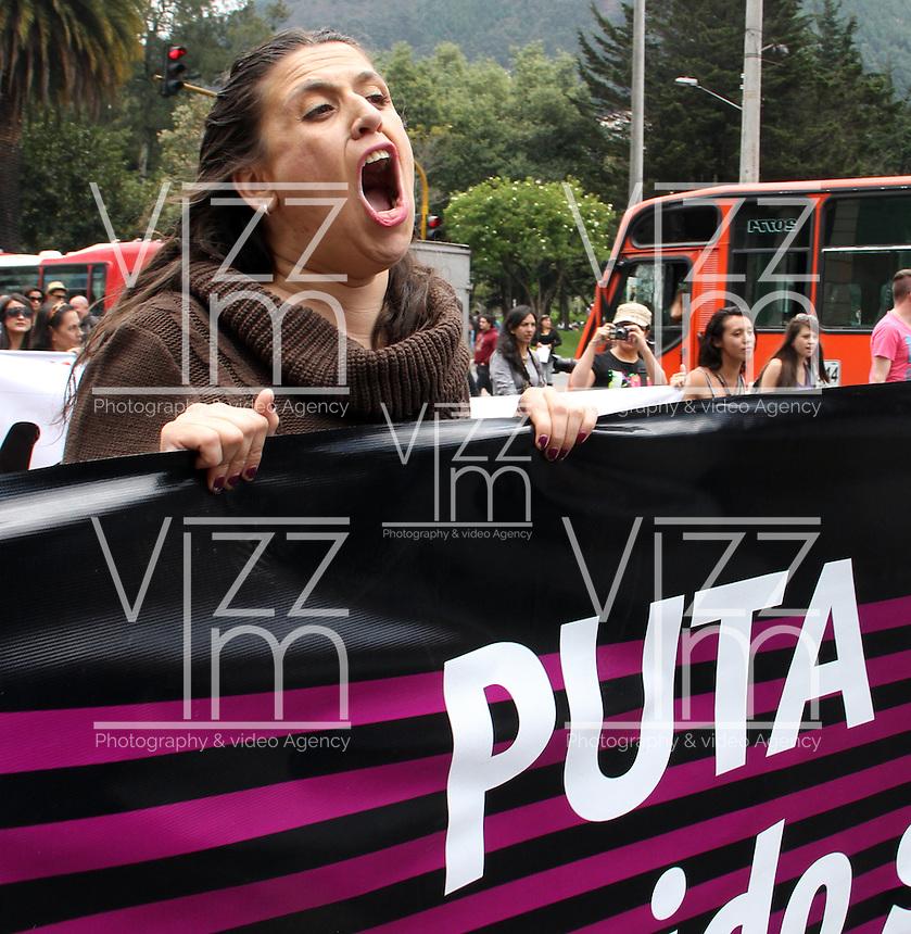 BOGOTA-COLOMBIA-06-03-2013. Marcha de las Putas, el movimiento busca reivindicar los derechos de las mujeres a la seguridad sexual y a vivir libres de estereotipos. Se espera que cerca de 8.000 personas acudan a las marchas en todo el país. La concentración más grande será en Bogotá. March of the Whores the movement seeks to vindicate the rights of women to sexual safety and freedom from stereotypes. He expects about 8,000 people to attend marches across the country. The largest concentration is in Bogotá. (Photo: VizzorImage / Luis Ríos / Str.) Marcha de las Putas / March of the whores - 06-04-2013Photo / VizzorImage / Felipe Caicedo / Staff