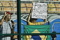 SÃO PAULO,SP,04-12-2013 - COPA SUL-AMERICANA - PONTE PRETA (BRA) x LANÚS (ARG)- Torcedor  da Ponte Preta durante partida entre Ponte Preta x Lanús em partida válida pelo primeiro jogo na final da copa sul-americana no estádio Paulo Machado de Carvalho (Pacaembu) na noite desta quarta feira (04).(Foto Ale Vianna/Brazil Photo Press).