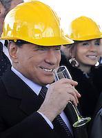 Il Presidente del Consiglio Silvio Berlusconi,  brinda durante la cerimonia d'inaugurazione della nuova stazione Tiburtina Alta Velocita'...Inaugurazione Atrio Pietralata della nuova stazione Alta Velocita' di Roma Tiburtina...POOL/ANSA/ALESSANDRO DI MEO/Serena Cremaschi Insidefoto..........