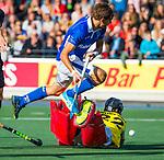 UTRECHT - Bjorn Kellerman (Kampong) stuit op Sam van der Ven (HGC)  tijdens de hoofdklasse  hockeywedstrijd heren, Kampong-HGC (3-3) . COPYRIGHT KOEN SUYK