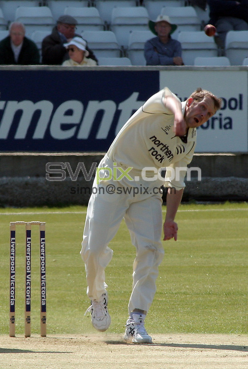 PICTURE BY VAUGHN RIDLEY/SWPIX.COM -  Cricket - Liverpool Victoria County Championship Division One- Riverside, Chester-le-Street, County Durham - 10/05/06...? Simon Wilkinson - 07811 267706...Middlesex's Alan Richardson.