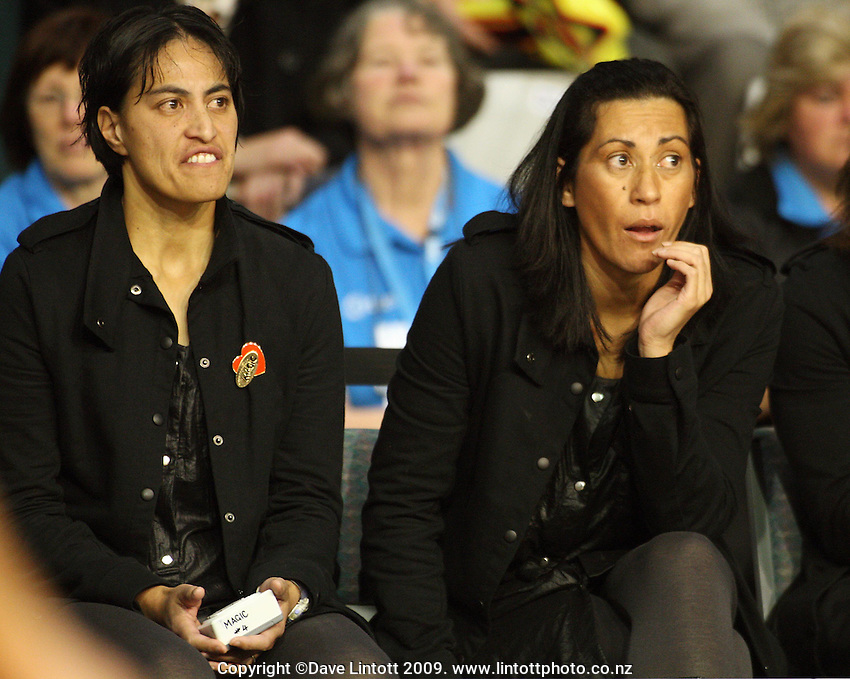 Magic assistant coach Hikitia Gallagher and coach Noeline Taurua during the ANZ Netball Championship match between the Waikato Bay of Plenty Magic and Adelaide Thunderbirds, Mystery Creek Events Centre, Hamilton, New Zealand on Sunday 19 July 2009. Photo: Dave Lintott / lintottphoto.co.nz