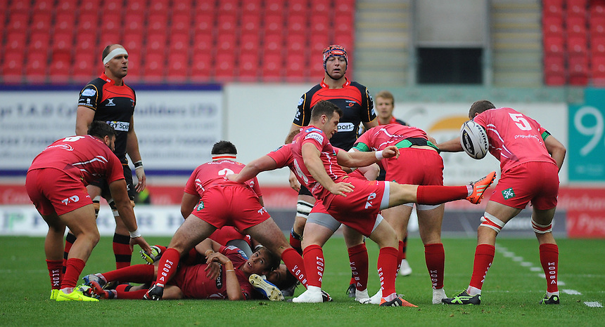Scarlets' Gareth Davies in action during today's match <br /> <br /> Photographer Kevin Barnes/CameraSport<br /> <br /> Rugby Union - Guinness PRO12 - Scarlets v Newport Gwent Dragons - Sunday 05th October 2014 - Parc y Scarlets - Llanelli<br /> <br /> &copy; CameraSport - 43 Linden Ave. Countesthorpe. Leicester. England. LE8 5PG - Tel: +44 (0) 116 277 4147 - admin@camerasport.com - www.camerasport.com