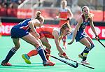 ROTTERDAM -  Taylor West (USA)  met Lisa Post (Ned)  tijdens de Pro League hockeywedstrijd dames, Nederland-USA  (7-1) . links Xan de Waard (Ned)  COPYRIGHT  KOEN SUYK