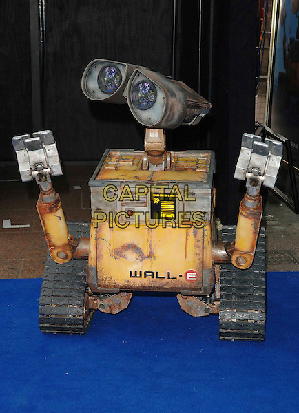 """WALL-E .Attending the UK Film Premiere of Disney Pixar's """"Wall-e"""" at Empire Cinema Leicester Square, London, England, UK, July 13th 2008..WallE Wall*e Wall.E robot toy character   .CAP/WIZ.©Wizard/Capital Pictures"""