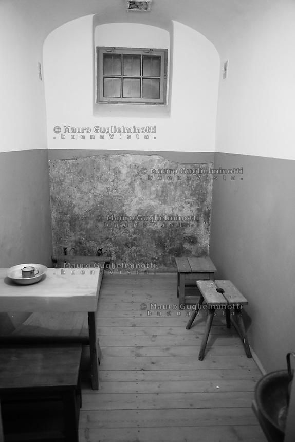 Varsavia, Warsaw, la famigerata prigione nazista di Pawiak, the notorious Pawiak nazi prison Interno cella / inside the prison