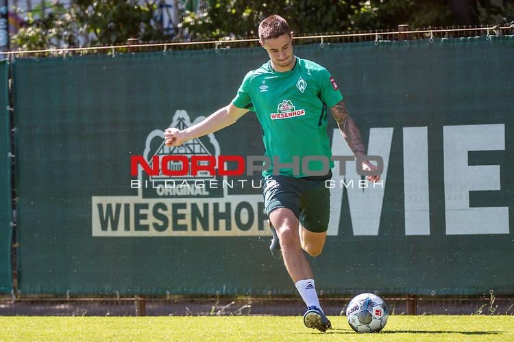 24.06.2020, wohninvest Weserstadion Trainingsplatz, Bremen, GER, 1. FBL, Training SV Werder Bremen, <br /><br />im Bild<br />Marco Friedl (Werder Bremen #32) am Ball.<br /><br />Foto © nordphoto / Paetzel
