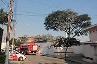 SÃO PAULO,SP, 19.03.2016 - ACIDENTE-AVIÃO - Uma aeronave de pequeno porte caiu sobre uma residência na Casa Verde, Zona Norte de São Paulo, segundo o Corpo de Bombeiros. Não há informações sobre vítimas, neste sábado, 19. (Foto: Marcio Ribeiro/Brazil Photo Press)