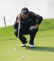 Shane Lowry (IRL) on the 9th green during Sunday's Final Round of the 2014 BMW Masters held at Lake Malaren, Shanghai, China. 2nd November 2014.<br /> Picture: Eoin Clarke www.golffile.ie