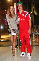 FUSSBALL  DFB POKAL FINALE  SAISON 2013/2014 Borussia Dortmund - FC Bayern Muenchen     17.05.2014 FC Bayern Bankett in der Telekom Zentrale;  Mario Goetze (re) umarmt Freundin Ann-Kathrin Broemmel