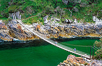 Suedafrika, Garden Route, Tsitsikamma National Park: Haengebruecke ueber die Muendung des Storms River | South Africa, Garden Route, Tsitsikamma National Park: suspension bridge across Storms River Mouth