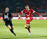 Nederland, Enschede, 19 januari 2013.Eredivisie.Seizoen 2012-2013.FC Twente-RKC Waalwijk.Luc Castaignos (r.) van FC Twente in actie met bal. Links Frank van Mosselveld van RKC Waalwijk.