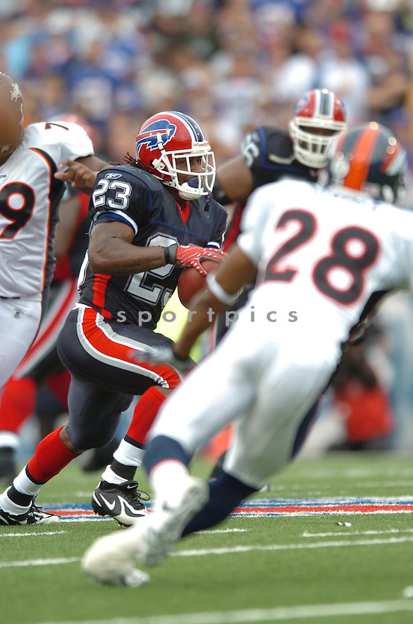 MARSHAWN LYNCH, of the Buffalo Bills, in action during the  Bills game against the Denver Broncos.  The Broncos won the game 15-14 in Buffalo, New York.....SPORTPICS...