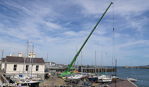 O'Brien long-jib extending crane enables boats to be extracted