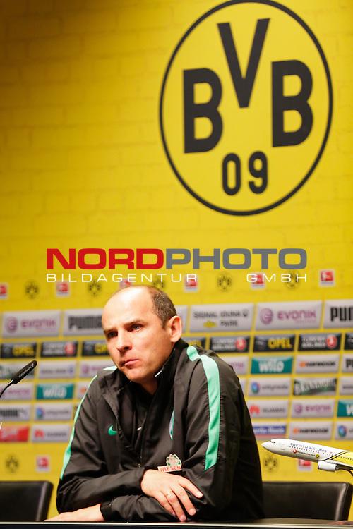 02.04.2016, Signal Iduna Park, Dortmund, GER, 1.FBL, Borussia Dortmund vs SV Werder Bremen, im Bild Viktor Training ( Trainer SV Werder) während der Pressekonferenz Foto@ nordphoto / Rauch