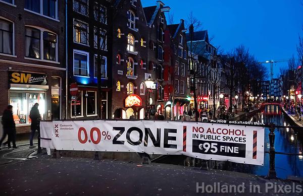 Nederland Amsterdam 2019. Red Light District. Oudezijds Achterburgwal. De Wallen. Zero Tolerance alcohol beleid.  Foto Berlinda van Dam / Hollandse Hoogte