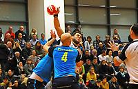 Kein Durchkommen für Patrick Hauptmann (Crumstadt/Goddelau) gegen Henrik Schummer und Moritz Kaufmann (Langen) - Crumstadt 02.12.2018: ESG Crumstadt/Goddelau vs. HSG Langen