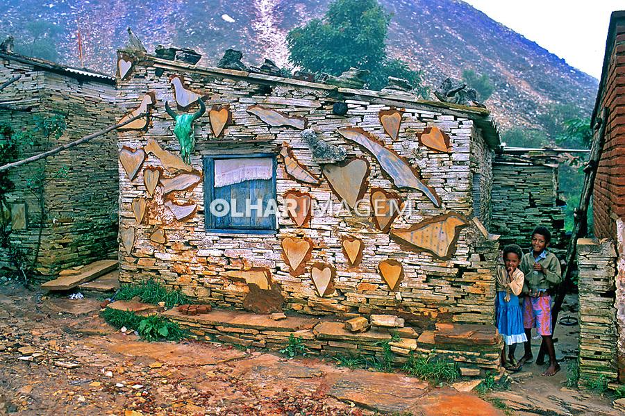 Casa de pedras. São Tomé das Letras. Minas Gerais. 1997. Foto de Thaïs Falcão.