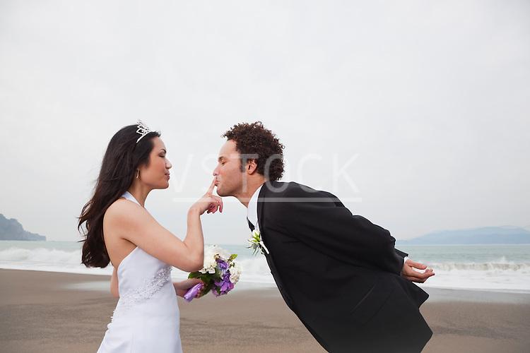USA, California, San Francisco, Baker Beach, bride and groom on beach