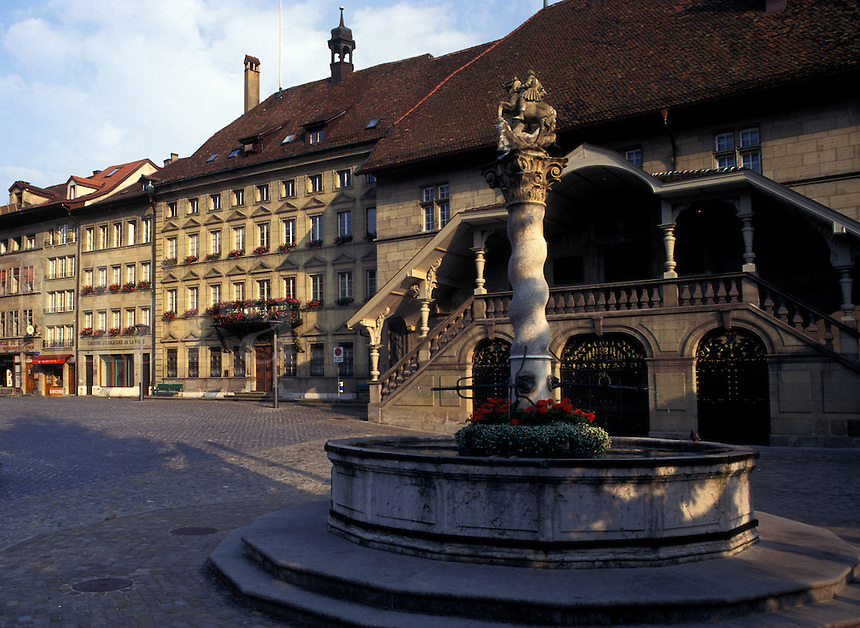 fountain, Switzerland, Fribourg, Place  de l' Hotel de Ville in the city of Fribourg.