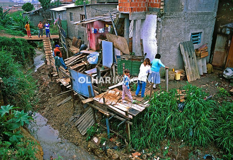 Famílias de moradores da favela de Heliópolis. São Paulo. 1993. Foto de Juca Martins.
