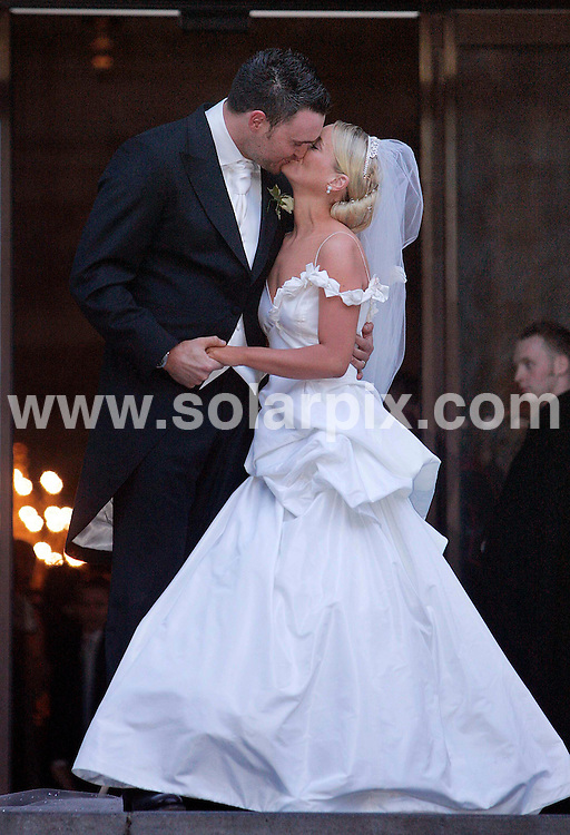 **ALL ROUND PICTURES FROM SOLARPIX.COM**.**NO PUBLICATION IN FRANCE, SCANDANAVIA, AUSTRALIA AND GERMANY** UK RESTRICTIONS: NO NEWSPAPER PUBLICATION, MAGAZINES ONLY**.Lucy Davis, star  of The Office and daughter of comedian Jasper Carrot , married Owain Yeoman at St Paul's Cathedral in Central London on 09.12.06...Picture shows : New bride Lucy with her husband Owain outside St Paul's ..DATE: 09/12/2006-JOB REF: 3152/SFE.**MUST CREDIT SOLARPIX.COM OR DOUBLE FEE WILL BE CHARGED**