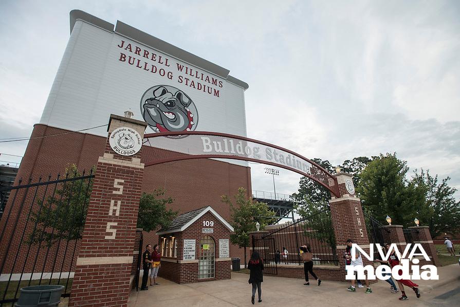 NWA Democrat-Gazette/ANTHONY REYES &bull; @NWATONYR<br /> Springdale against Bixby, Okla., Friday, Sept. 18, 2015 at Jarrell Williams Bulldog Stadium in Springdale.
