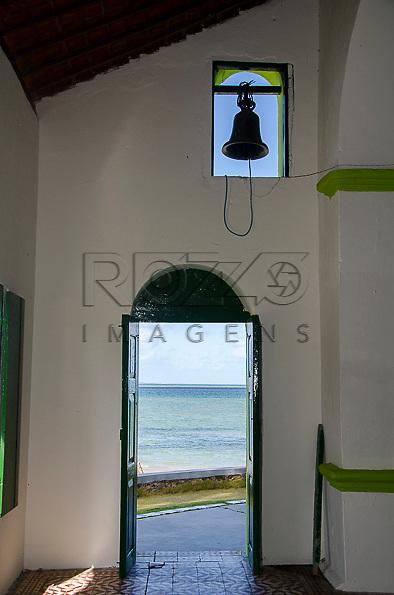 Praia dos Carneiros vista de dentro da Igreja de São Benedito, Tamandaré - PE, 12/2012.