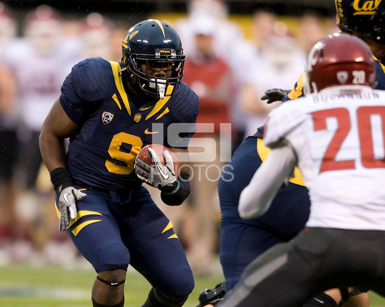 C.J. Anderson of California runs the ball during the game against Washington State at AT&T Park in San Francisco, California on November 5th, 2011.  California defeated Washington State, 30-7.